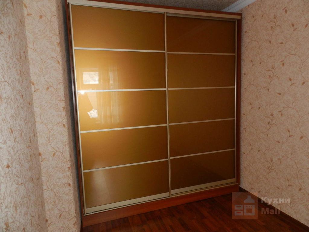 Золотистые двери