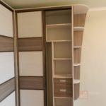 Шкафы-купе в спальне угловые