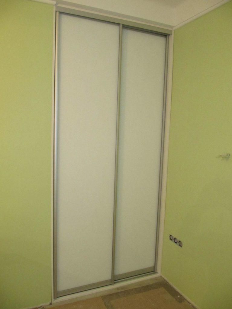 Два белых шкафа